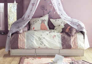 best-princess-girl-bedroom-idea-with-purple-heart-color-and-white-curtain-and-purple-wall-paint-color-charming-girls-bedroom-ideas-to-inspire-you-tween-bedroom-ideas-beauty-girls-bedrooms