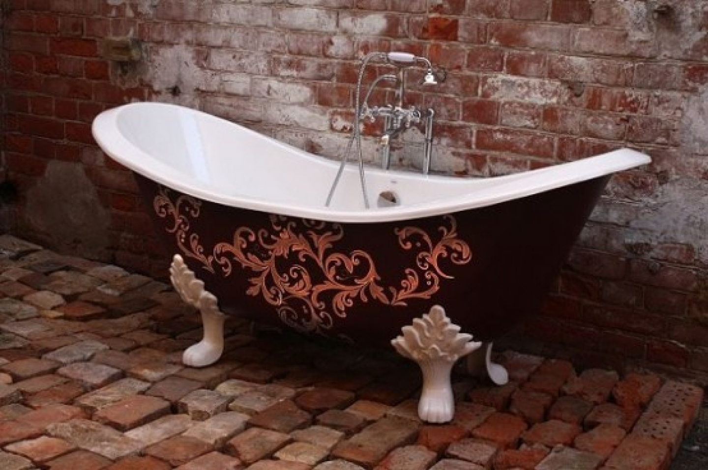 31858-the-bathroom-it-s-a-fashion-statement-a-focal-point-in-your-home_1440x900